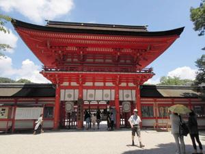 式年遷宮の修繕を終えた世界文化遺産「下鴨神社」=京都市左京区で