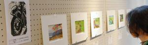 津幡町とオーストラリア・タウンズビル市の住民らによる合同の版画展=津幡町文化会館シグナスで