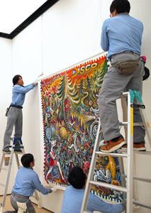 ちひろ美術館から搬入され展示される浜松市出身のスズキコージさんの作品=静岡市葵区の静岡市美術館で