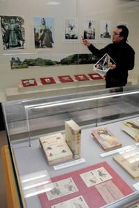 いろいろな直弼のイメージを紹介する企画展=彦根市の滋賀大で