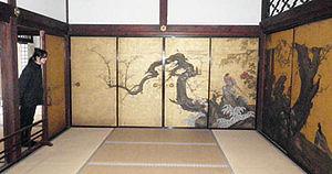 特別公開されている妙心寺天球院にある「梅に遊禽図」=京都市右京区で