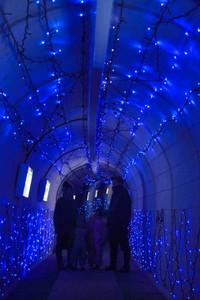 青色のLEDで彩られた砂防ダムトンネル