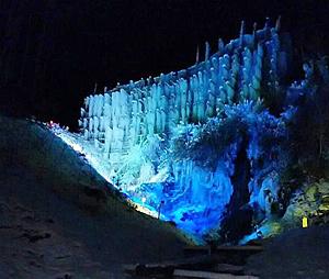 ライトアップされた氷瀑=豊田市稲武地区で