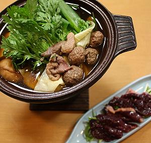 3つの部位の鴨肉が味わえる一人鍋=滋賀県長浜市の住茂登で