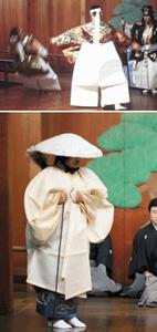 (上)能「正尊」の一場面。左の役者は荒技「仏倒れ」を見せている=1999年9月5日(下)白一色のいでたちで登場する能「葛城」の前シテ=2007年12月2日、いずれも県立能楽堂で