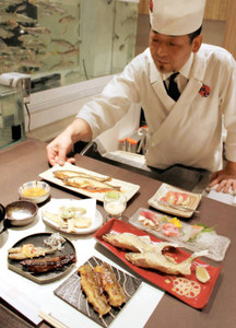 アユのさまざまな食べ方を提案するメニュー=豊橋市松葉町の鮎知で