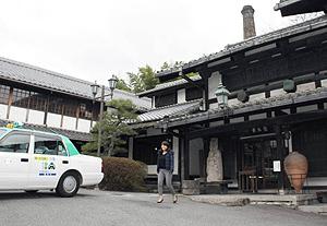 美濃焼の魅力を体験する観光タクシー=岐阜県多治見市の幸兵衛窯で