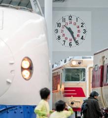 復元された旧名古屋駅舎にあった大時計=名古屋市港区のリニア・鉄道館で