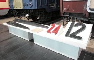 実物の大時計の針と時刻表示=名古屋市港区のリニア・鉄道館で