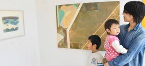 学校周辺の山などから着想を得た水彩画「風と雲と山と」(左)=松阪市飯高町宮本の飯高西中学校で