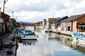 映画やドラマのロケに使われる内川沿い=いずれも富山県射水市で