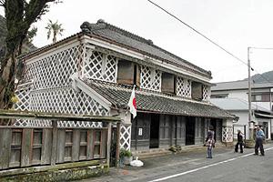 日中は観光客にも開放されている伊豆文邸