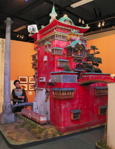 千と千尋の神隠しで登場した湯屋「油屋」の模型=長野市で