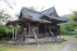 1825年に建てられた遥拝殿