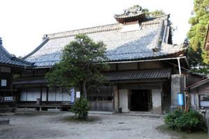 1839~41年に建てられた荒神山神社の社務所=いずれも彦根市清崎町で