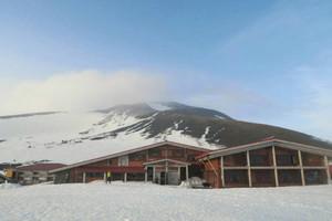 今季の営業を始めた白山室堂ビジターセンター=白山観光協会提供