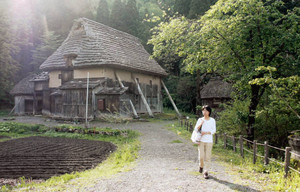石川県立白山ろく民俗資料館では出作り小屋や旧家が移築され昔の山里の暮らしを知ることができる