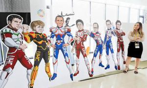 G7首脳をヒーローに見立てたパネル=伊勢市のNGOワーキングスペースで