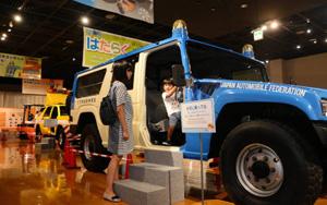 災害用車両や工事車両など普段は乗れない車が並ぶ会場=長久手市のトヨタ博物館で