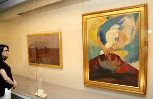 信州の山岳を描いた作品を集めた県信濃美術館の企画展=長野市で