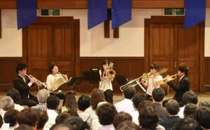 OMFの開幕を華々しく彩った若手演奏家によるコンサート=松本市のあがたの森文化会館講堂で