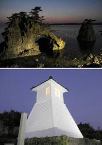 (上)闇夜に浮かび上がる機具岩=志賀町七海で(下)ライトアップされた旧福浦灯台=志賀町福浦港で