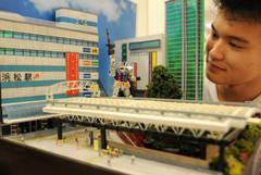 駅前の風景を忠実に再現したジオラマ「浜松という名の街の日常」=浜松市中区で