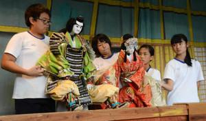 本番に向けて練習に熱が入る生徒たち=志摩市阿児町安乗の安乗神社で