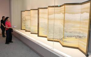 立山連峰を背景に富山湾を描いた「富山湾真景図」=南砺市福光美術館で