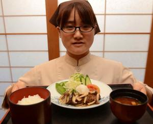 最高級の松阪牛を使ったハンバーグ=松阪市の道の駅「飯高駅」で
