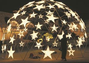 星形の電飾を施したスタードーム=安城市赤松町のデンパークで