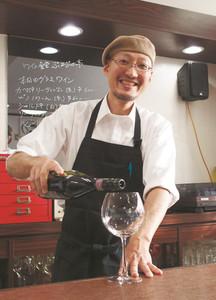 「みんなでワイワイ楽しめる店にできれば」と話す中出哲也さん=七尾市中島町外で