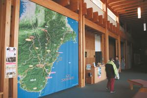 熊野古道について学ぶことができる三重県立熊野古道センター=尾鷲市で