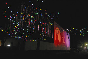 色とりどりの明かりで彩られた県立近代美術館=富山市で