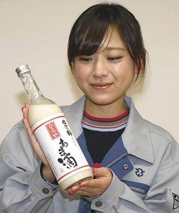 今年も売れ行きが好調な「ひらや あま酒」=平谷村役場で
