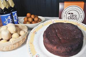 上庄サトイモとしょうゆを使ったご当地スイーツ「タロ・チョコ」=大野市の越前おおの農林楽舎で