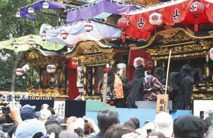 ユネスコの無形文化遺産に登録された知立の山車文楽=知立市の知立神社で、2016年5月3日の本祭り