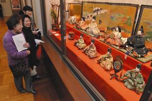 開幕を前に行われた「尾張徳川家の雛まつり」の内覧会=名古屋市東区の徳川美術館で