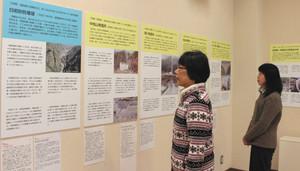 大山地域が全国に誇る建造物などを紹介するパネル展=富山市大山歴史民俗資料館で