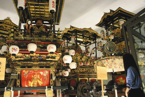 豪華な曳山が展示されている城端曳山会館