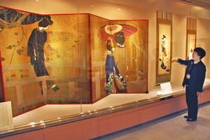竹久夢二と同時代に活躍した画家の美人画が並ぶ特別展=金沢市湯涌町の金沢湯涌夢二館で