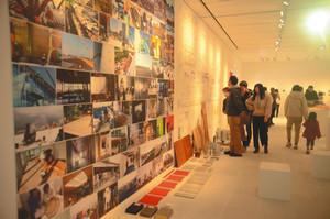 建築部材や設計図、模型などが展示されている企画展会場=県美術館で