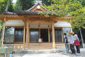 防犯対策の改修を終えた大浦十一面腹帯観音堂=長浜市西浅井町で