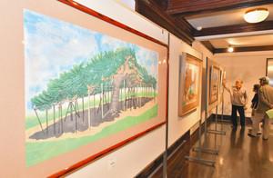 地元の風景を題材にした版画作品=射水市小杉展示館で