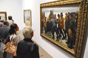 デンマークの近代芸術を代表するスケーエン派の作品が並ぶ企画展=碧南市藤井達吉現代美術館で