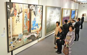 個性豊かな大作が並び開幕した「再興第101回院展」=浜松市中区のクリエート浜松で