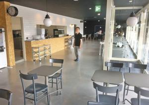 新装開店する道の駅庄川に新設されたフードコート=砺波市庄川町示野で