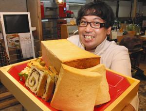 地元食材にこだわったパン店を開いた吉田さん=東近江市八日市本町で