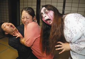 ミッション型おばけ屋敷「百合子」を企画する劇団員たち=高山市鉄砲町の高山別院で