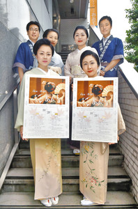 「花あかりふくい」への来場を呼び掛ける宣伝隊=福井市の中日新聞福井支社で